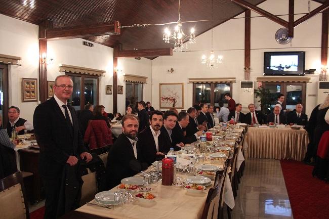 Akşam Yemeğinde Bir Araya gelindi